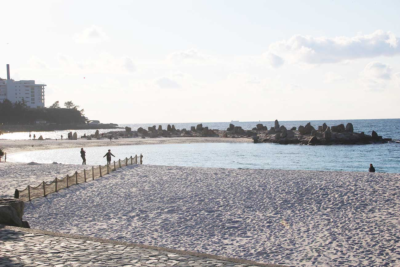 白良浜は白くて有名な砂浜