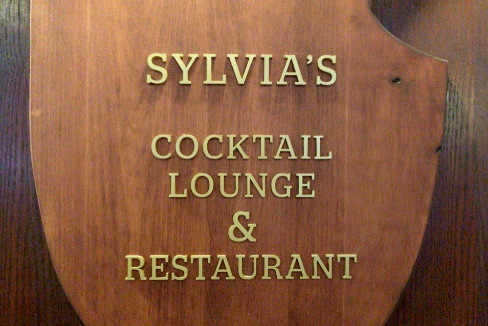 レストランの名前が書いてある
