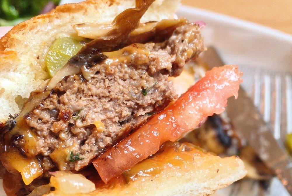 超肉々しいハンバーガー!