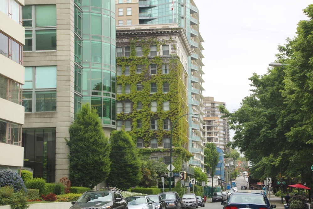 スタンレー・パークの近くにシルビアホテルがある