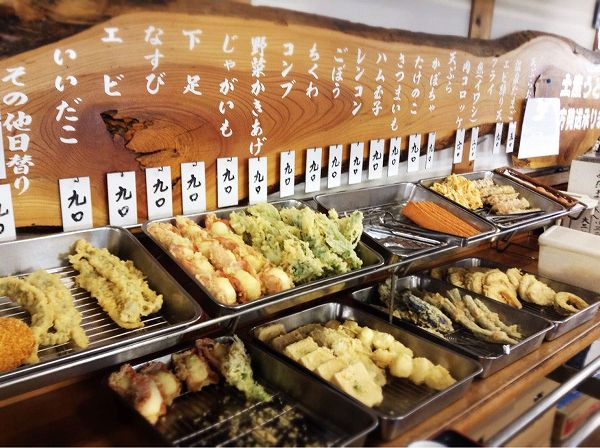 大釜うどんの天ぷらコーナーは充実です