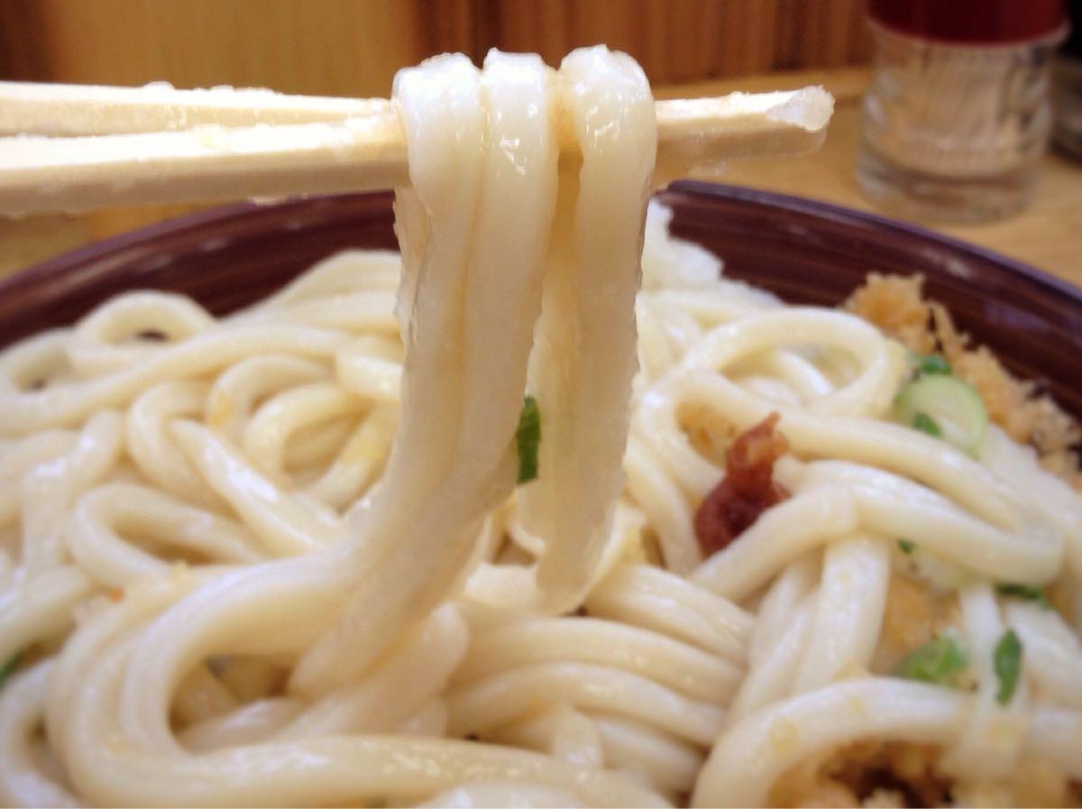 「かめまる」の麺