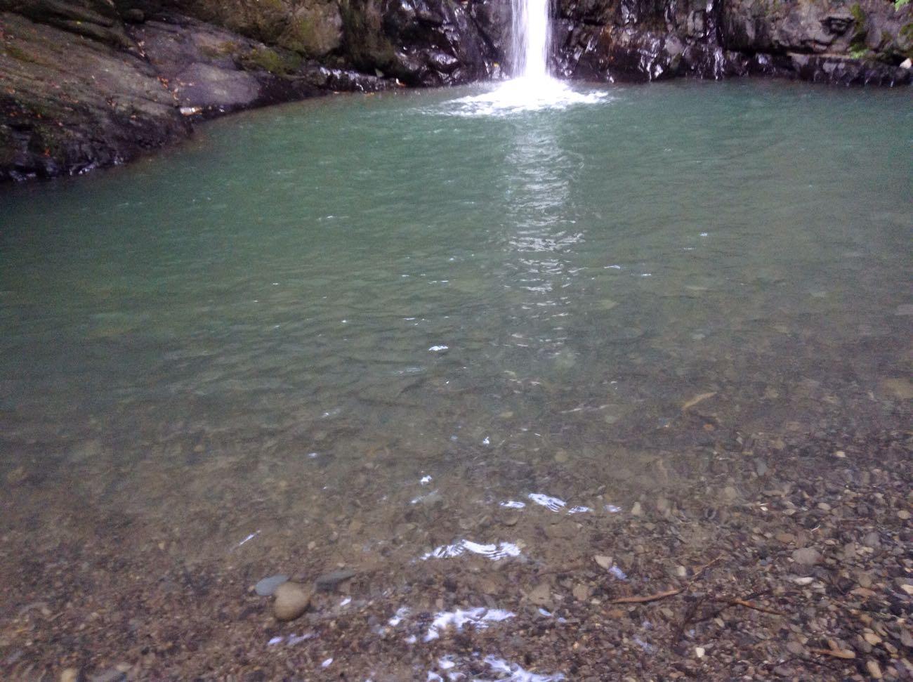 川の水も冷たいです