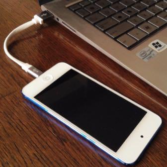 充電するときにiPhone用のコードが絡まって邪魔 → 超短いケーブルで解決!