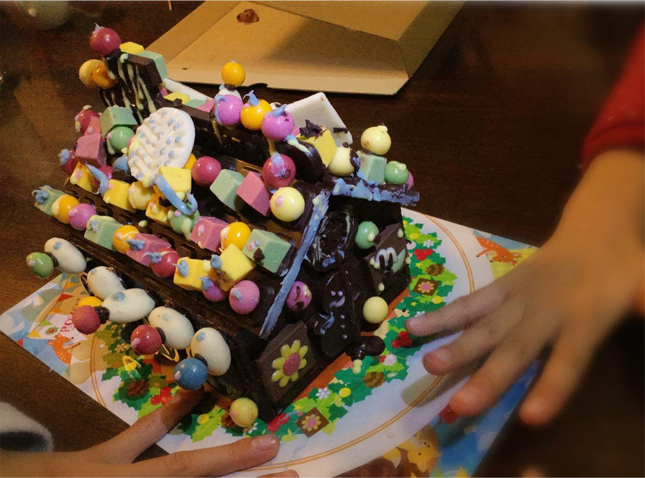 お菓子の家が完成