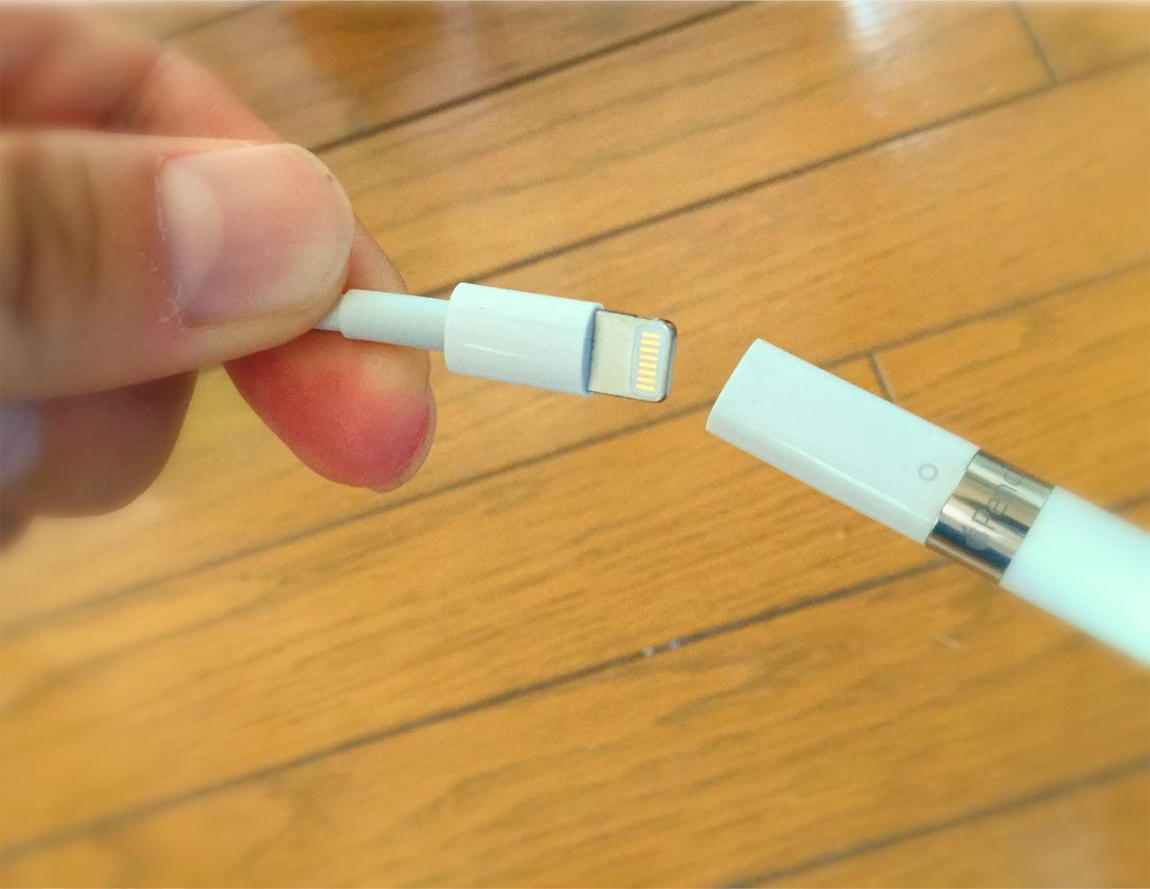 普通のiPhoneやiPad(iPad Pro)の充電ケーブルで充電できます
