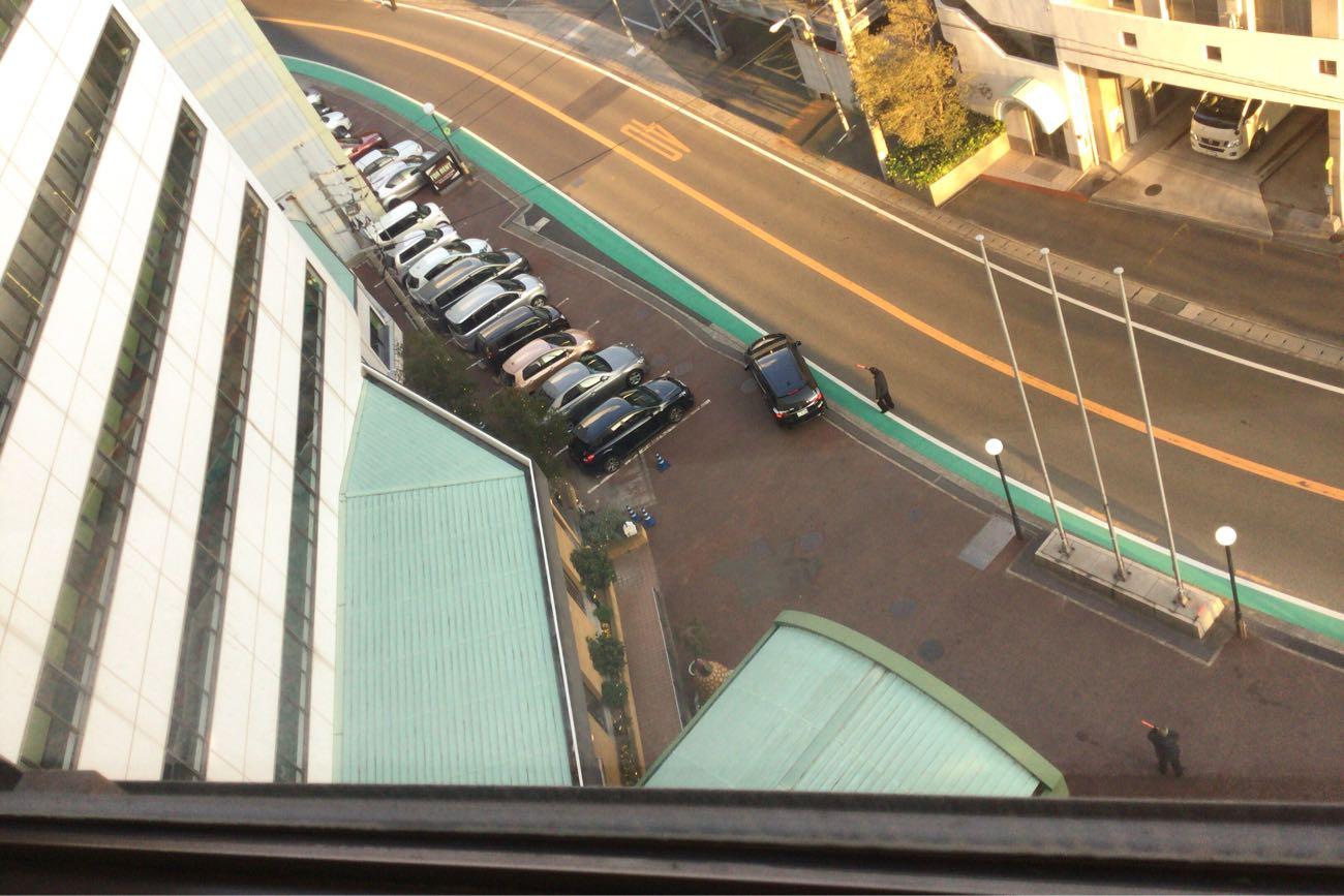 8階から道路を見下ろした