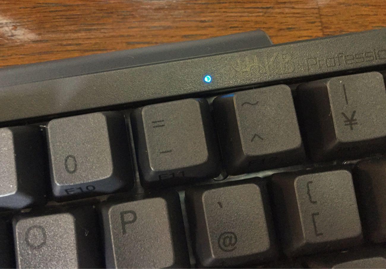 電源スイッチが入ると青く光ります
