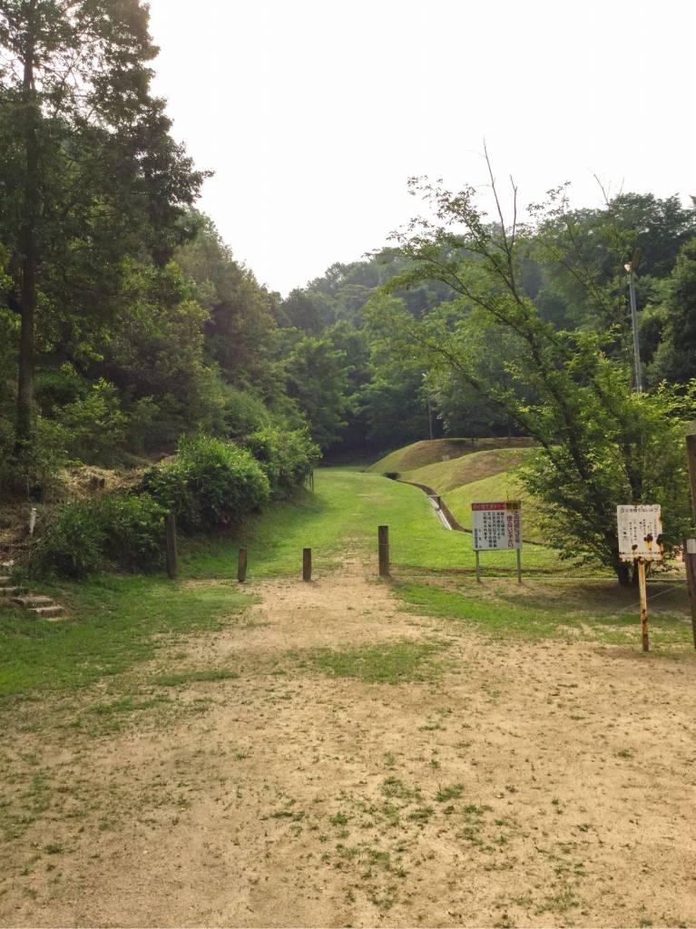 キャンプ場の区画への入り口