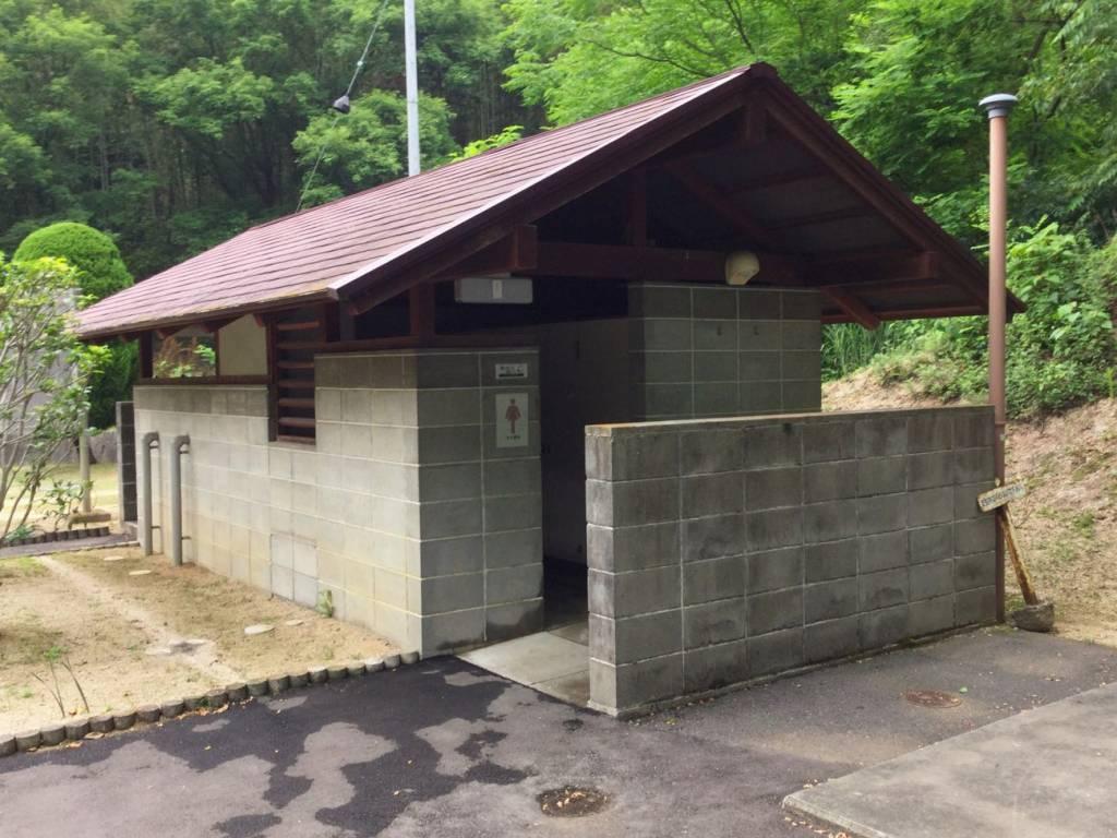 畦田キャンプ場のトイレ