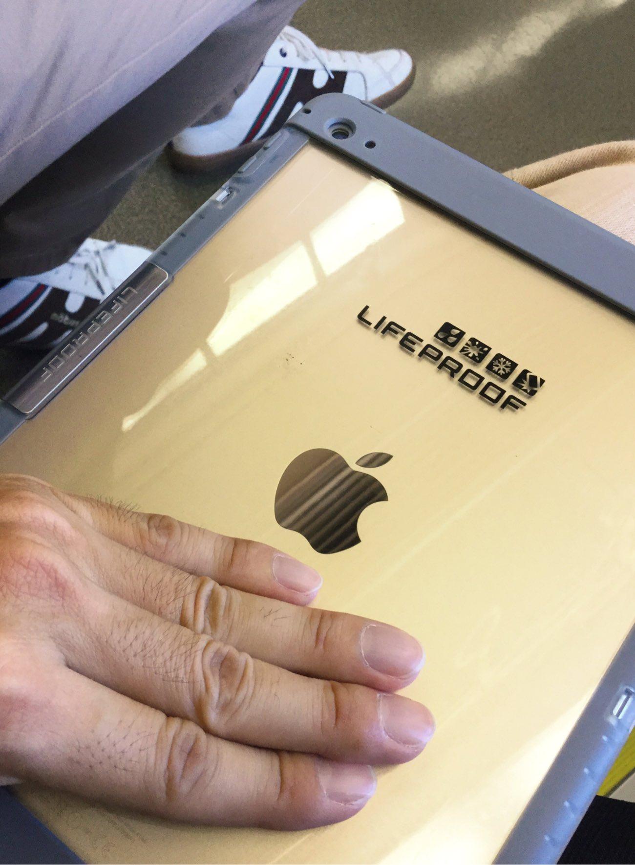 Lifeproofの完全防水のiPadケース