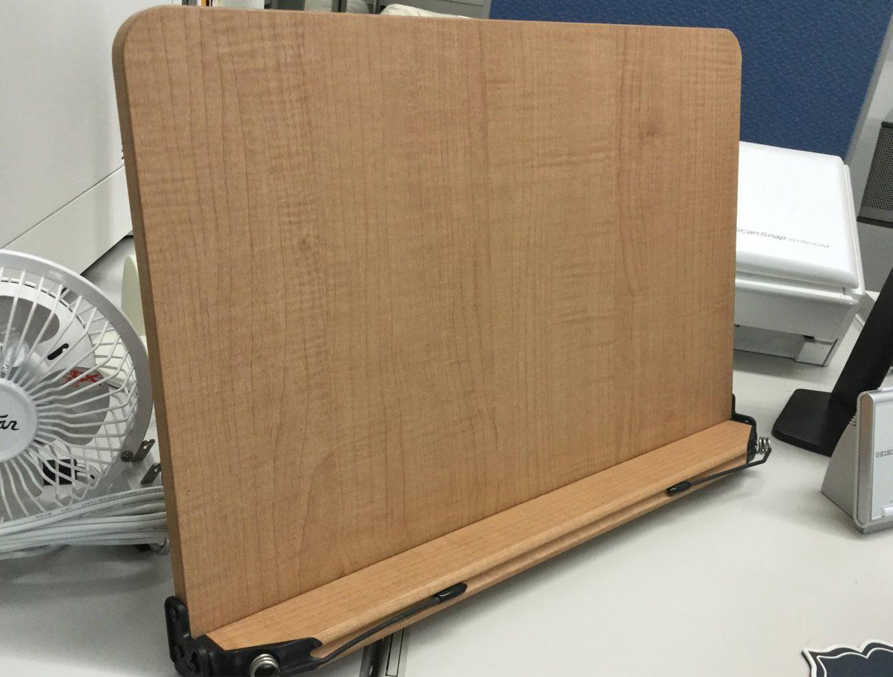 木製のブックスタンドがいいな!
