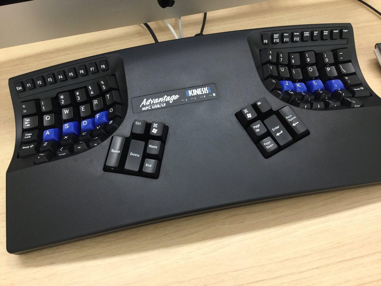 キネシスのコンタードキーボードはどうみてもコクピット
