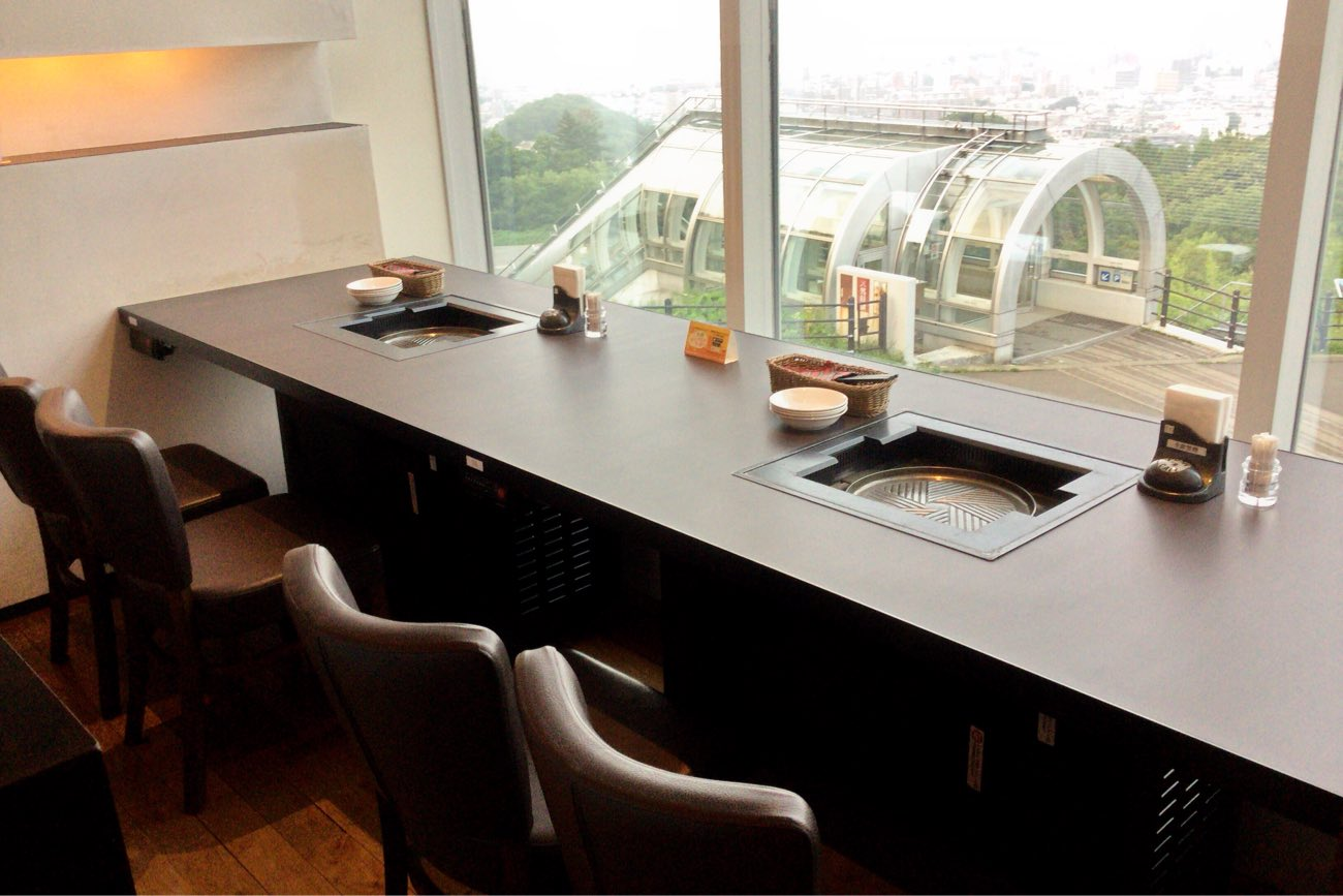 窓際の景色の良いテーブル