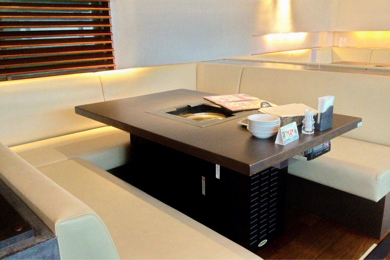 「コ」の字型のテーブル