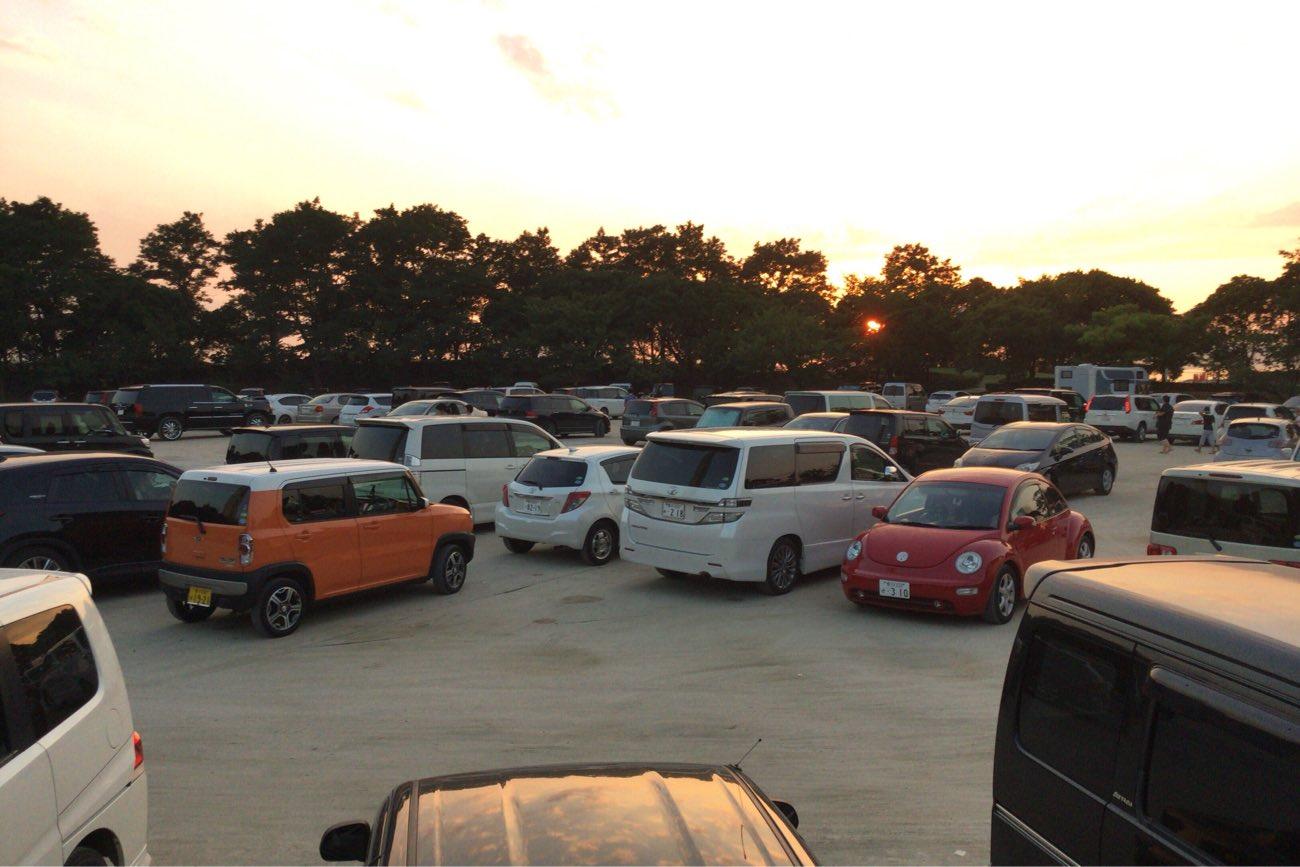 臨海公園の駐車場に車が密集