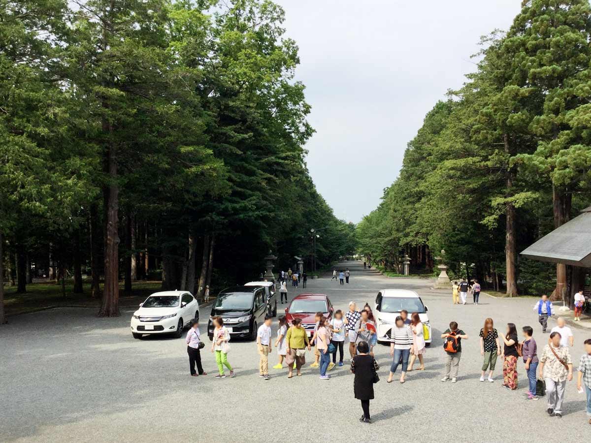 北海道神宮の門から後ろを振り返ってみた