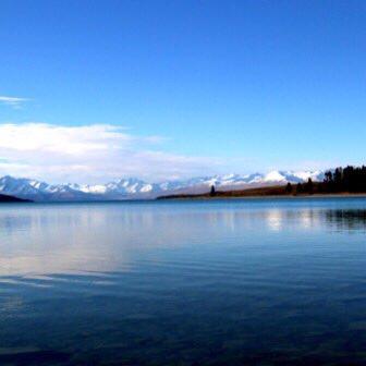 テカポ湖の魅力とは? 青い水と世界遺産級の星空、そして日本人に安心のおもてなし!