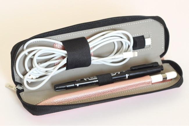 Lightning USBケーブル・Apple Pencil用のLightningアダプタ・ペン・Apple Pencilが入る
