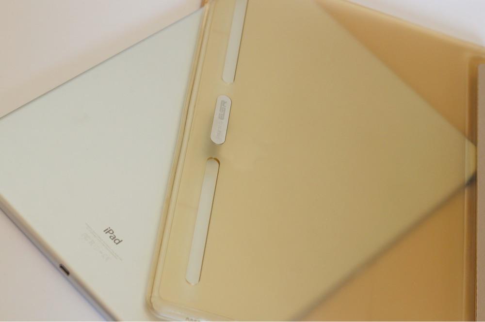 iPad Proの裏もしっかりと守る