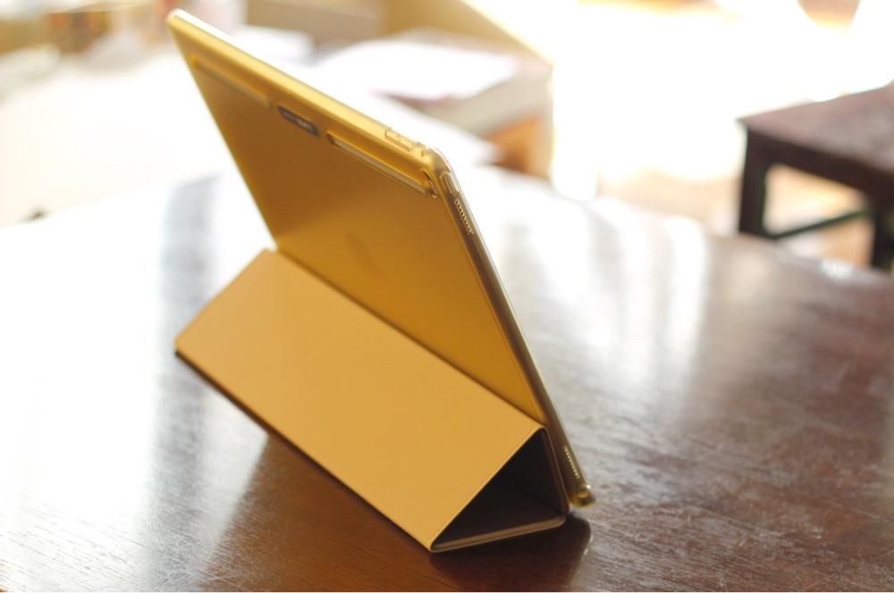 iPad Proをデスクトップ風に立たせる