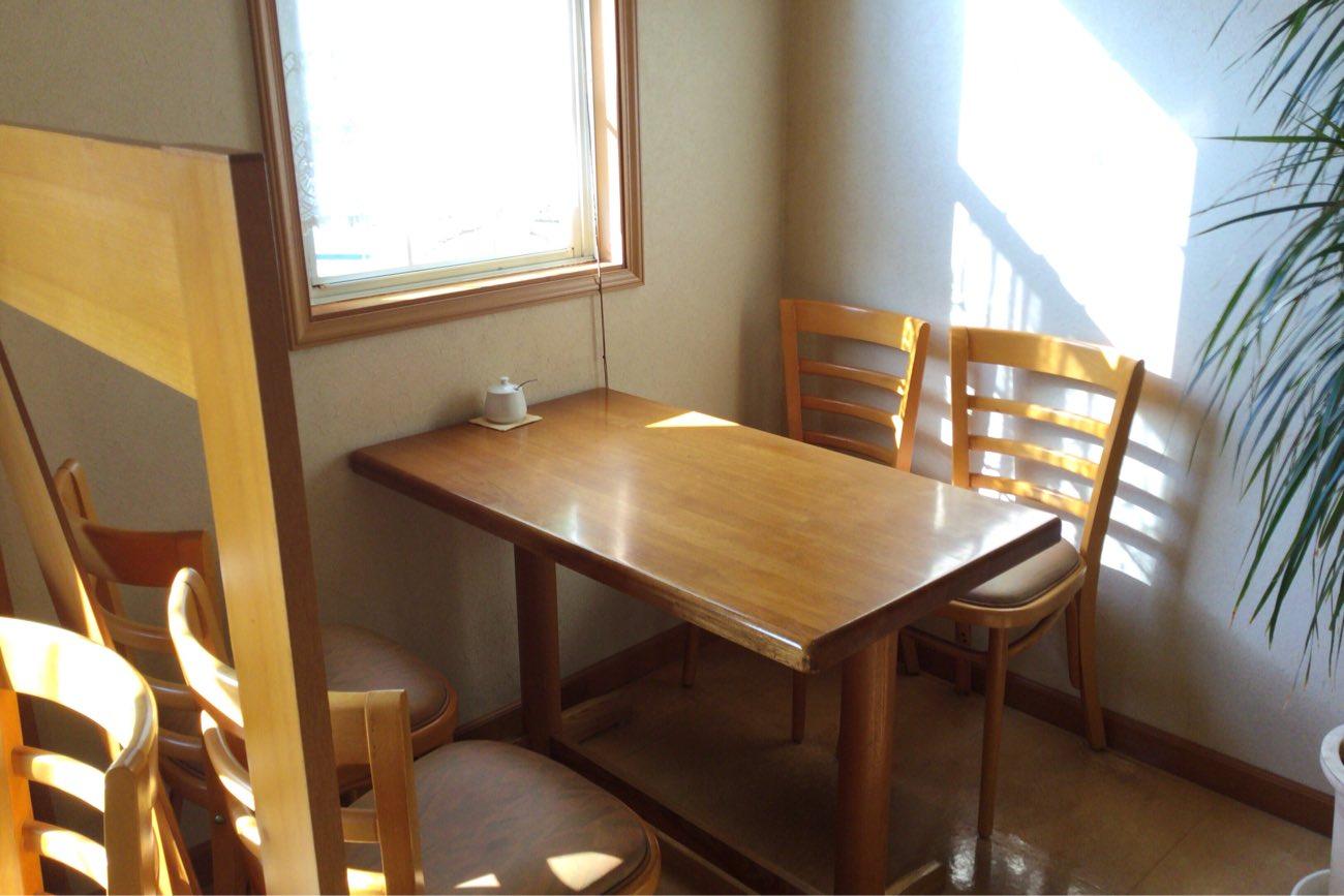 モンキーポッドのテーブル