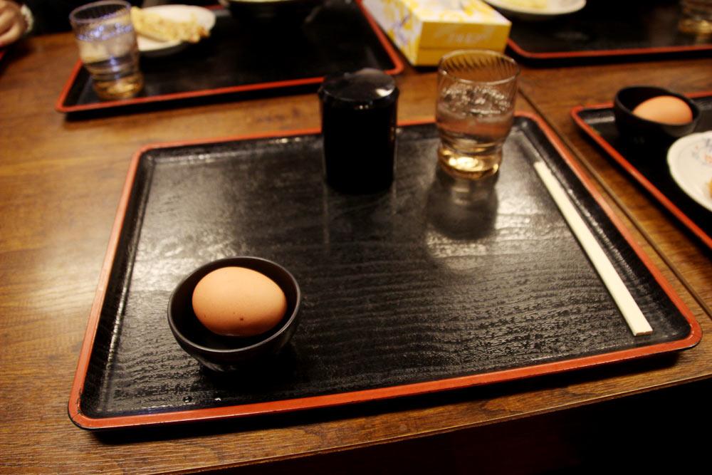 生卵と醤油は先に渡される