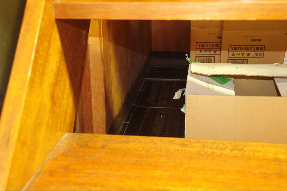 階段の下にあるスペースに配置