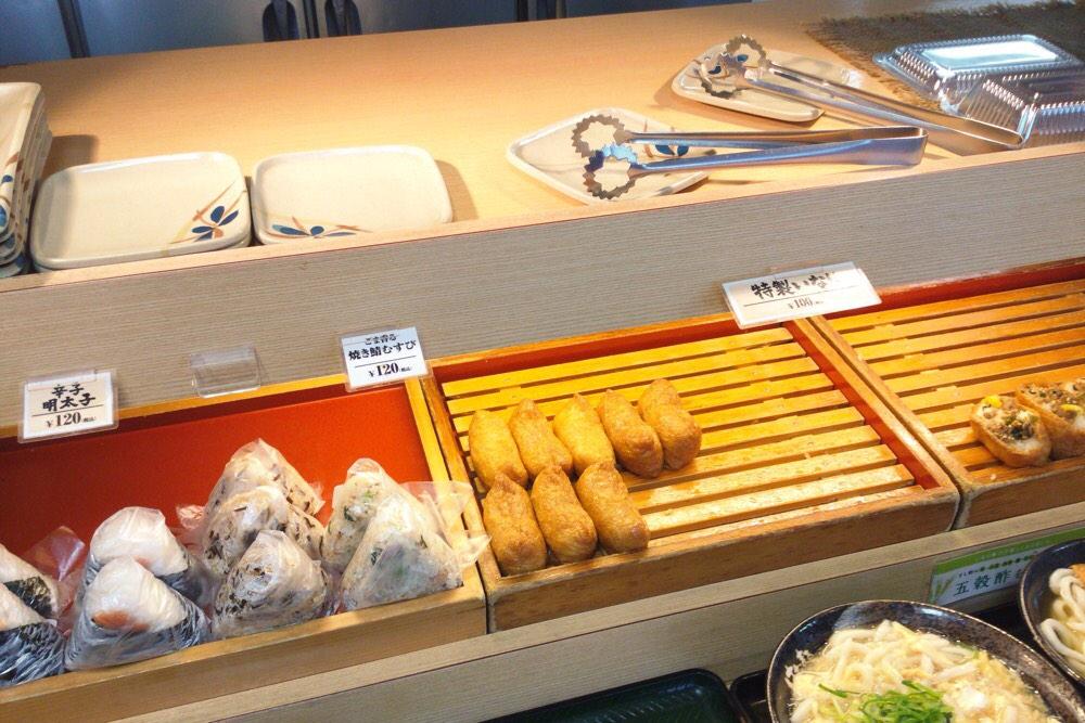 おにぎりといなり寿司のコーナー