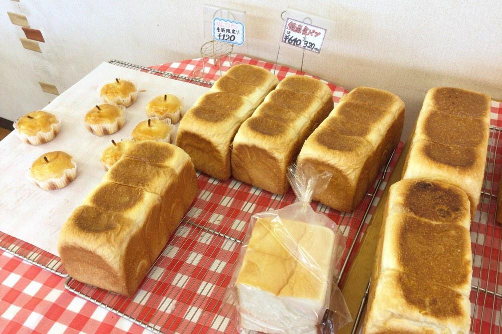 綾南ボンジュールの食パン