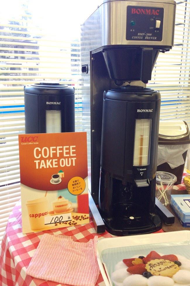 コーヒーも1杯100円です
