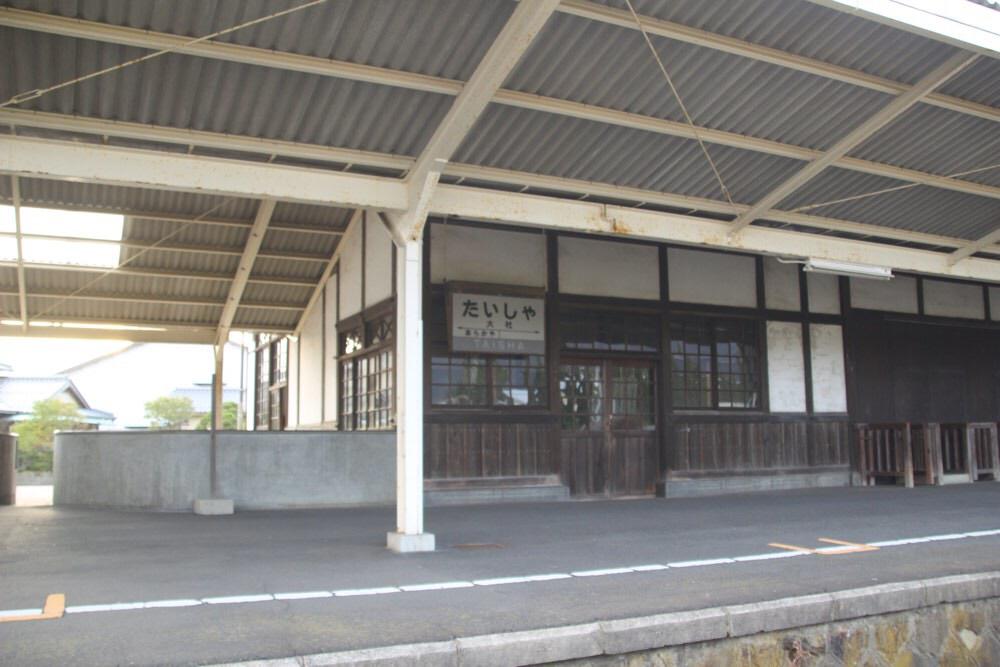 大社駅のホームへ