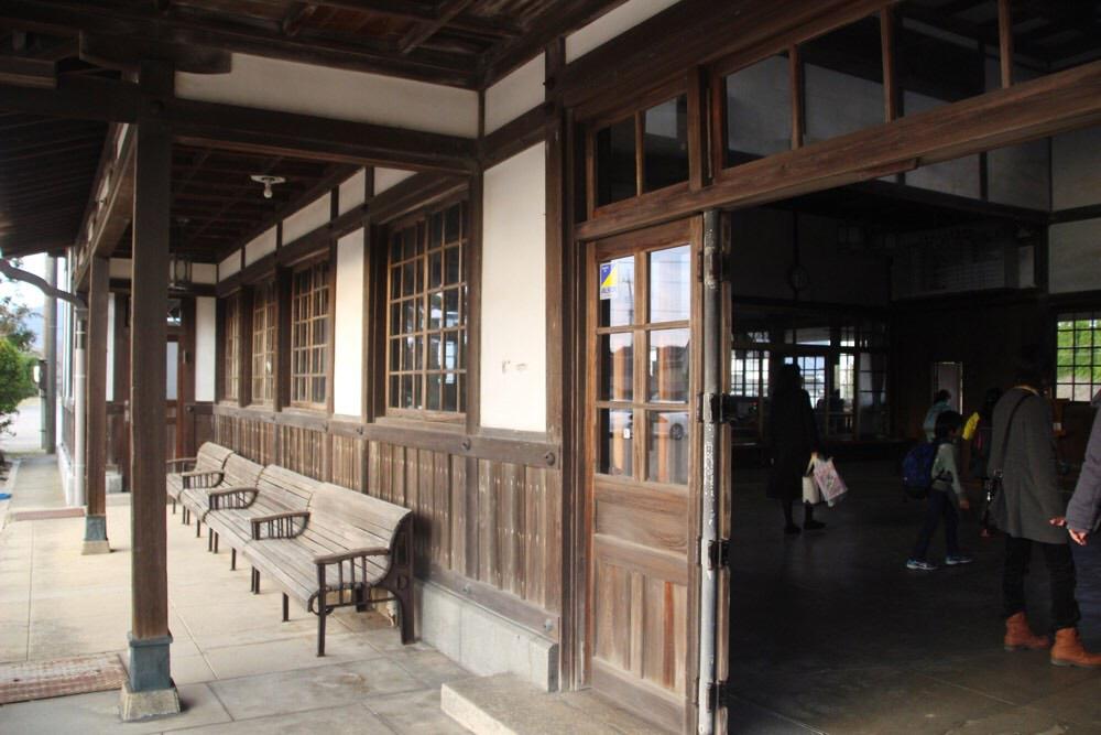 旧大社駅の構内に入ります
