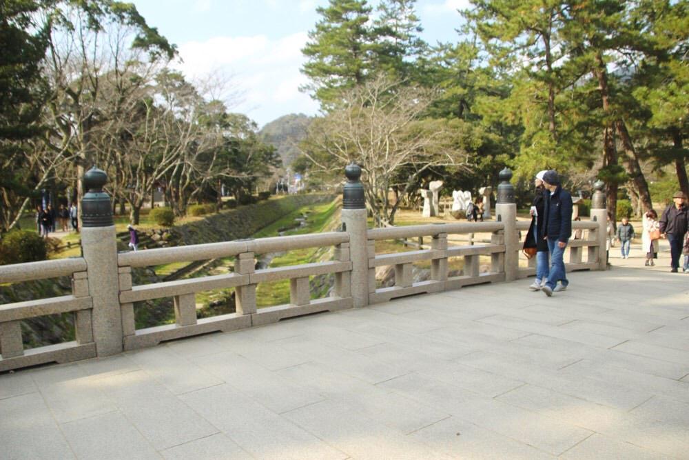 松の参道のすぐ手前にある「祓橋」