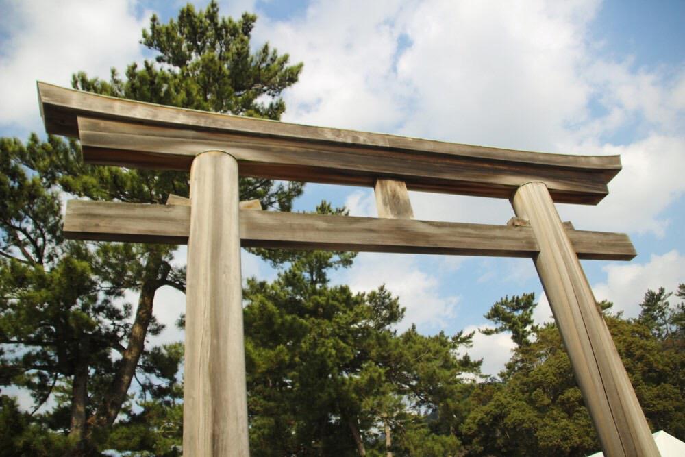 第二の鳥居は木製で風情があります