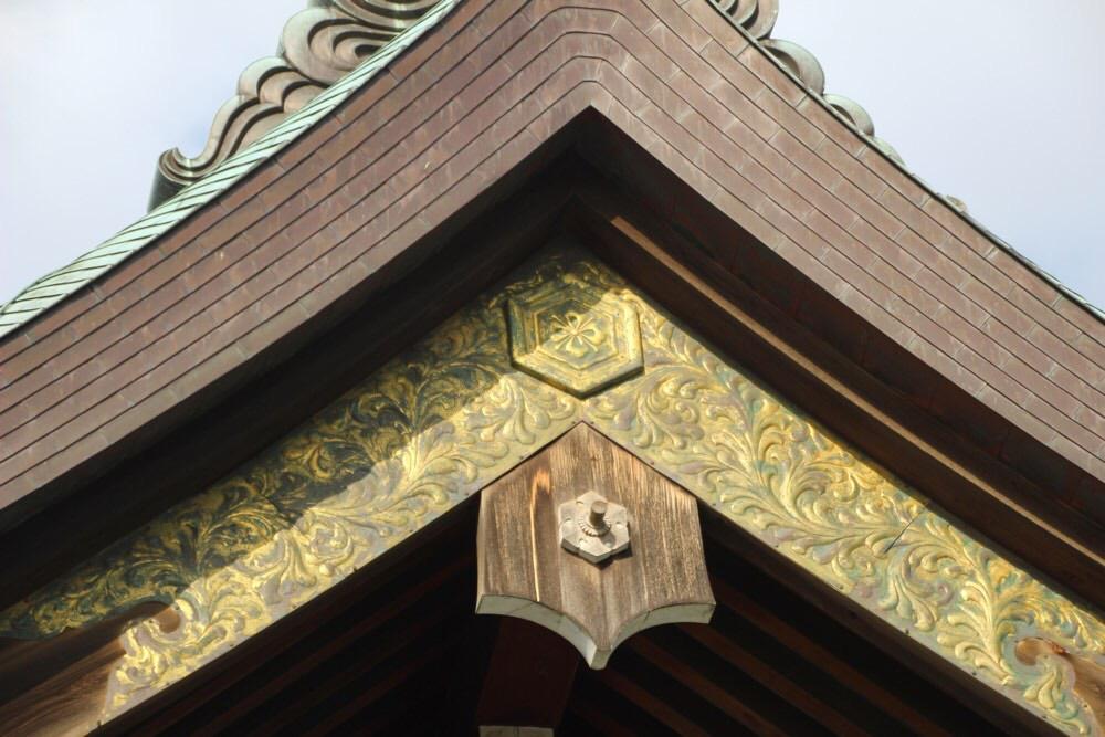 拝殿の建物の美しさを堪能