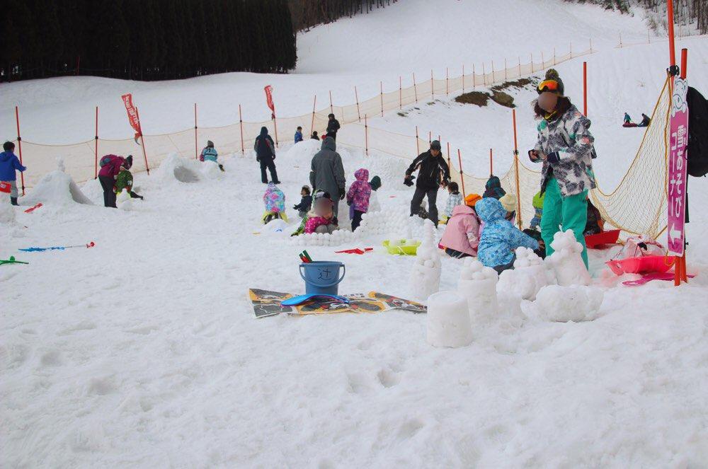 雪遊びを楽しめる広場