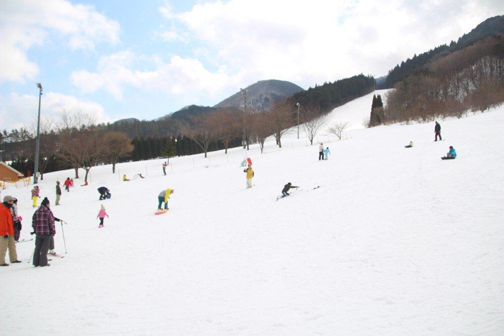 スキーの練習をしている人たち