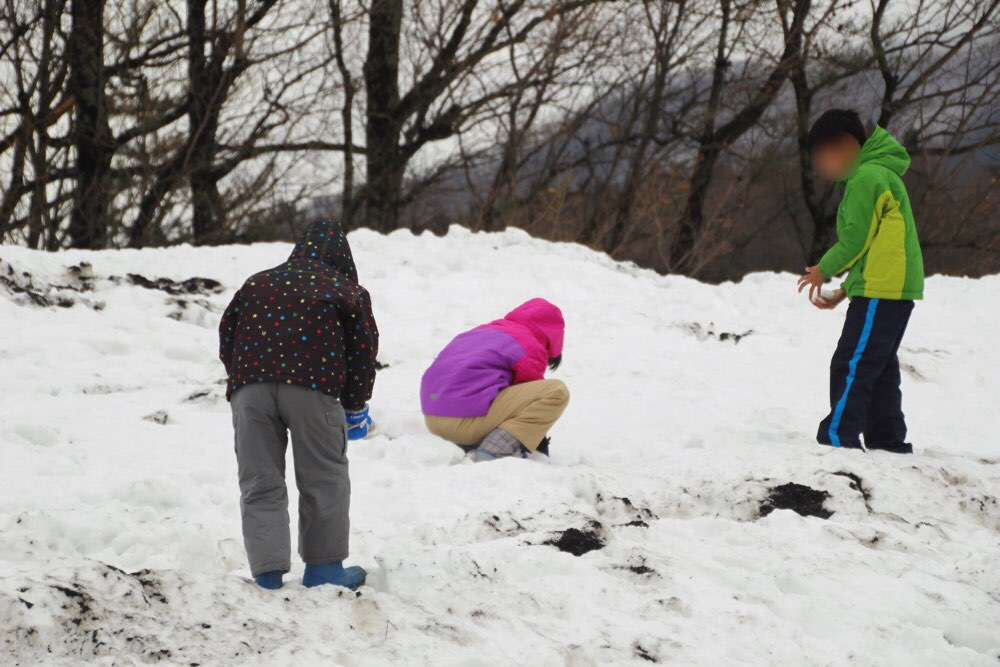 ついた瞬間雪遊び