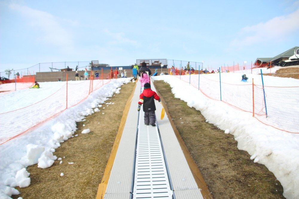 ベルトコンベア式登坂装置「サンキッド」