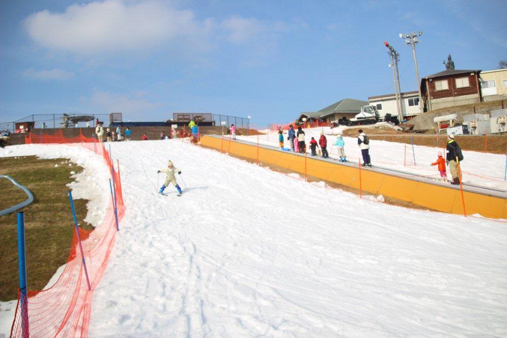 チビッコゲレンデでスキー