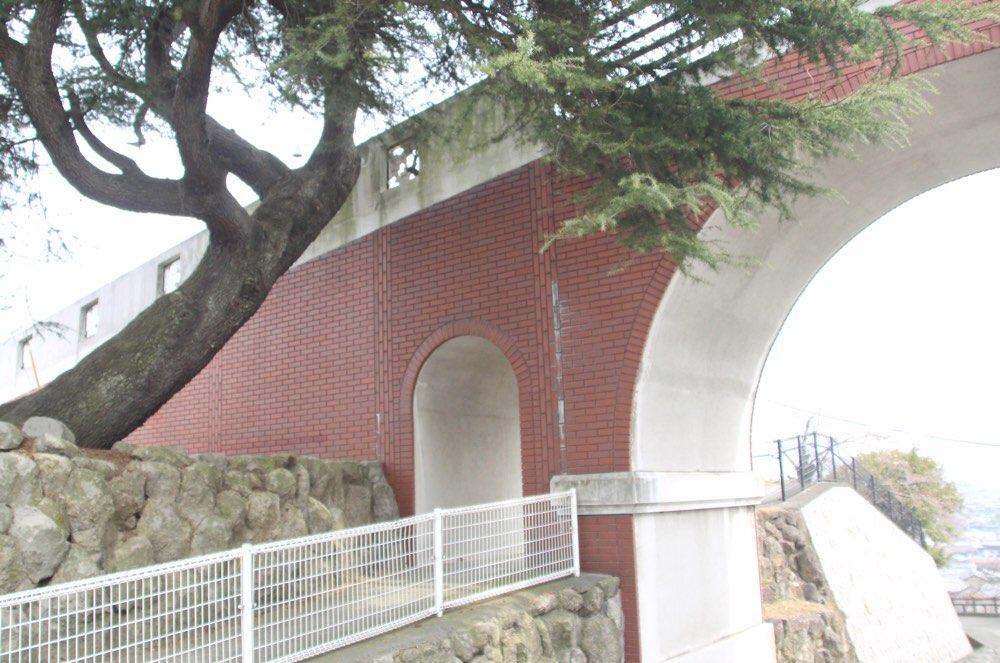 レンガ調の橋