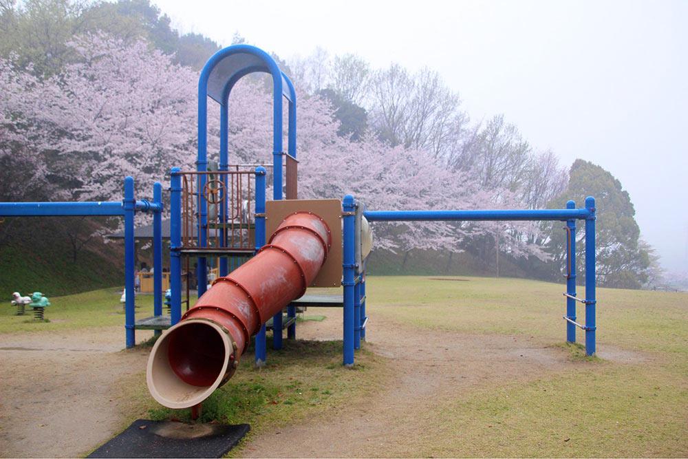丸亀市飯山総合運動公園の大型遊具
