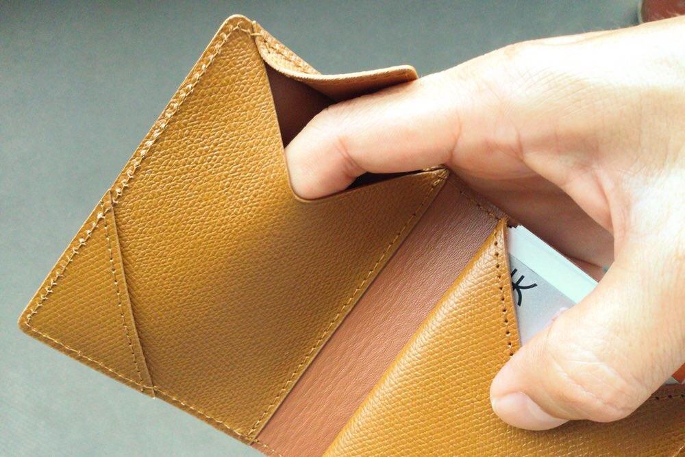 薄い財布の秘密のポケット