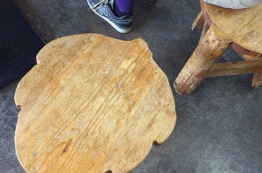 テーブルのイスが変わっている