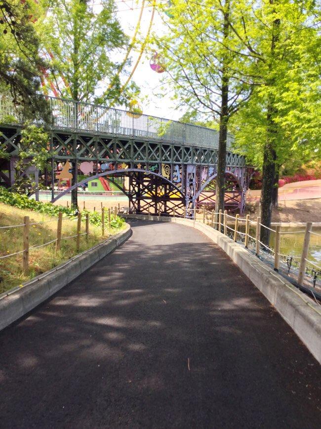 ゴーカートで橋の下を行くよ