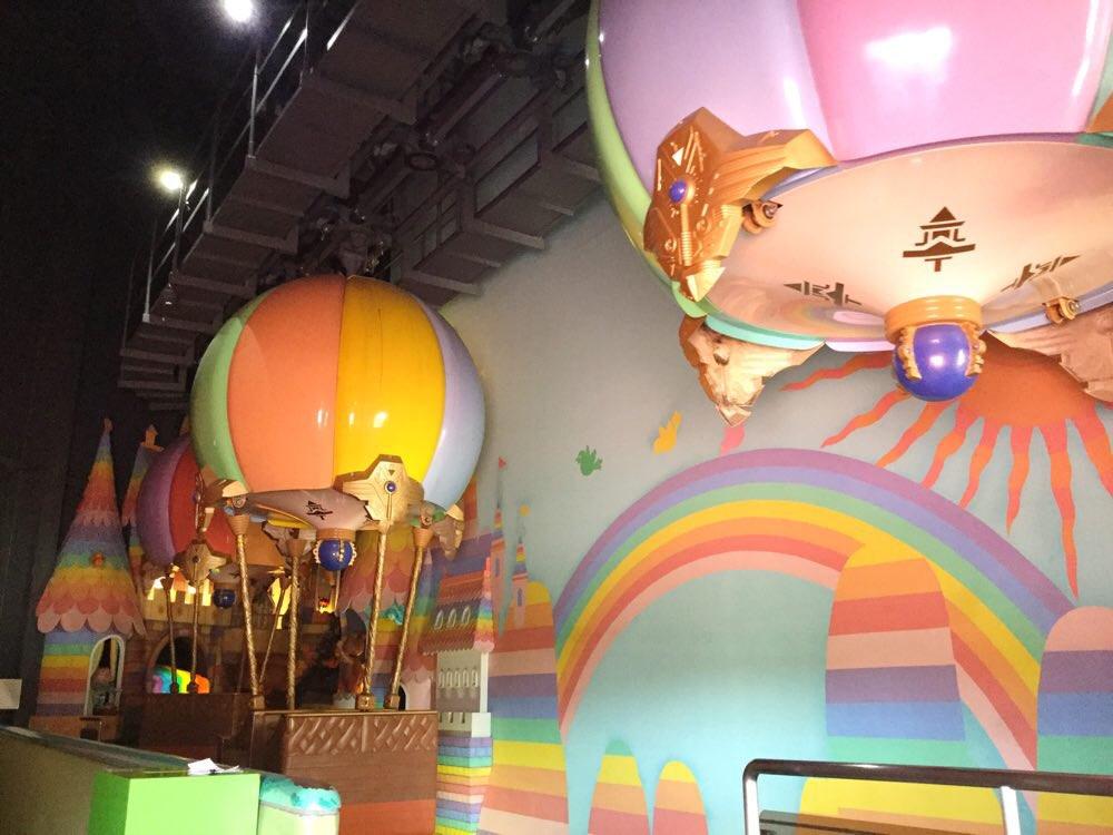 気球に乗ってゆっくりと進む