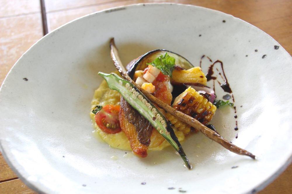 天然鯛のカリカリ焼き とうもろこしのピューレソース