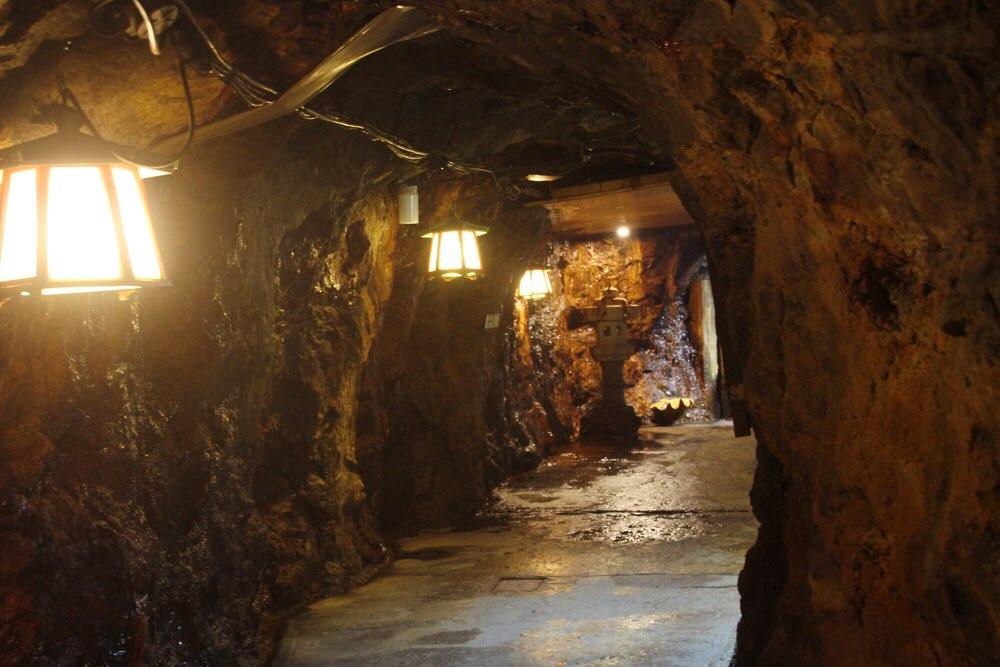 洞窟は続く