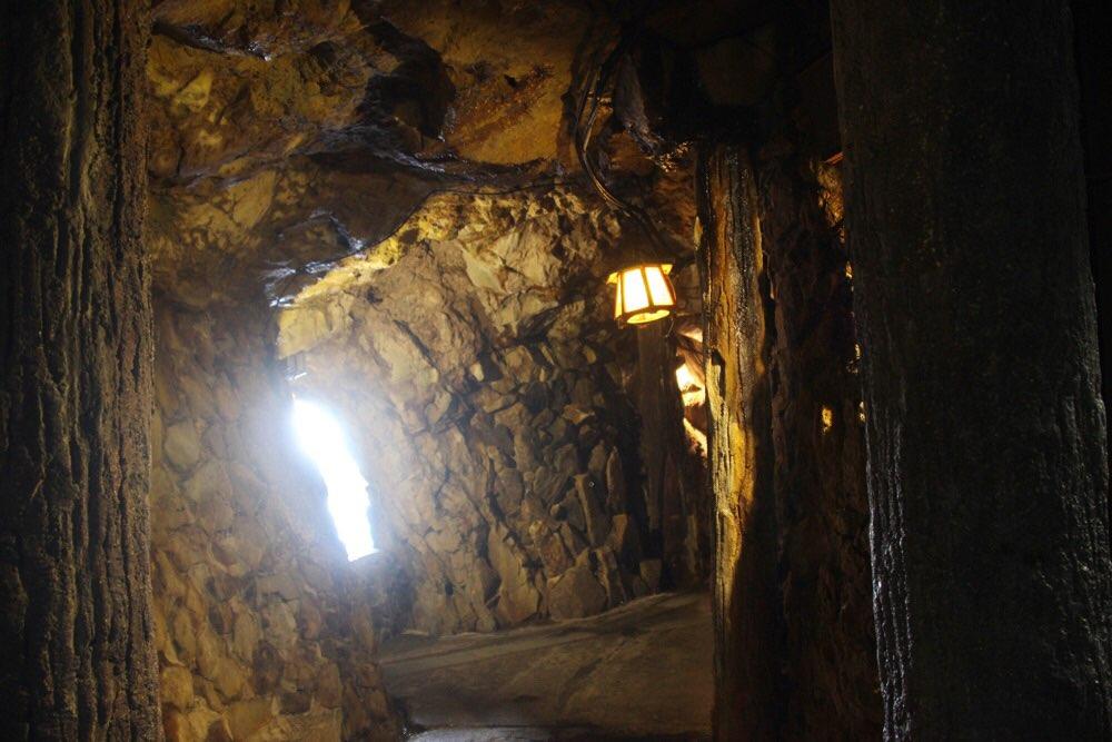 三段壁洞窟の通路